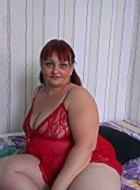 Blonde chubby milf taking a shower before posing on a cam.