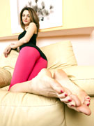 I would jump in bed with that pantyhose sex tartar as she is so much bonnie…