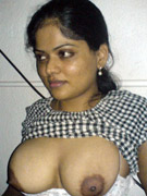 Young indian girl showing her ass and pussy on bed