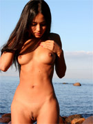 Busty indian gf slips out her sexy black lingerie and gives amazing handjod to her bf.