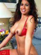 Curvy indian bitch in a mask and red bra rubbing her itching twat
