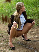 Seductive young girlie drains her bladder outdoors